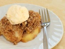 Cold Apple Pudding with Bread