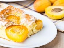 Easy Cake with Apricots