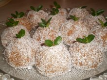 Lean Biscuit Balls with Apples