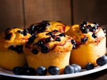 Muffins with Cream Cheese and Blueberries
