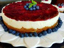 Cheesecake with Mascarpone and Blueberry Jam