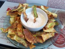 Zucchini Chips with Garlic Sauce