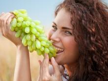 A Handful of Grapes Daily Gets Rid of Migraine and Constipation