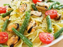 Farfalle with Mussels and Green Beans
