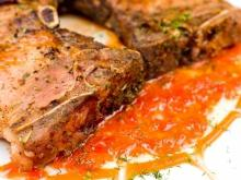 Oven Grilled Steaks with Tomato Sauce