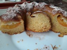 Sponge Cake with Apricots