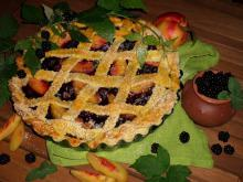 Pie with Blackberries and Nectarines