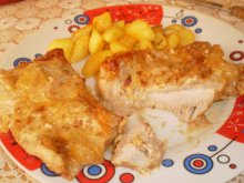 Tender Steaks in the Oven with Processed Cheese Sauce