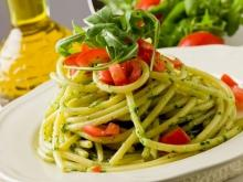 Spaghetti with Arugula and Tomatoes