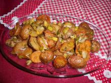 Smothered Fresh Potatoes with Garlic and Dill
