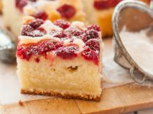Easy Belarusian Cake with Raspberries