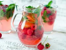 Lemonade with Raspberries, Lime and Mint