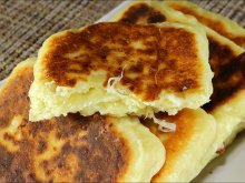 Pan-Cooked Pitas Stuffed with Cheese