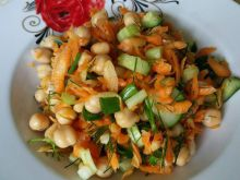 Salad with Chickpeas and Carrots