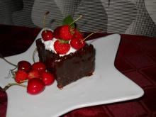 Chocolate Cubes with Cream and Fruits