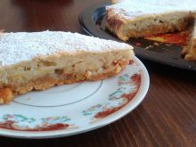 Cake with Bananas and Apples