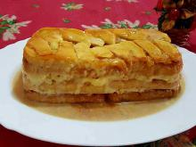 Cake with Apples and Biscotti