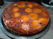 Cake with Apricots and Caramel