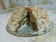 Cake with Swiss Rolls and Bananas