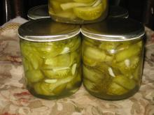 Green Tomato and Garlic Pickle