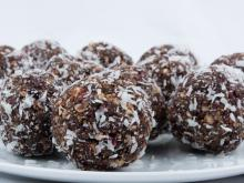 Vegan Bonbons with Dates