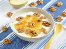 Strained Yoghurt with Honey and Walnuts