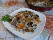 Casserole with Mushrooms, Leeks, Rice and Olives