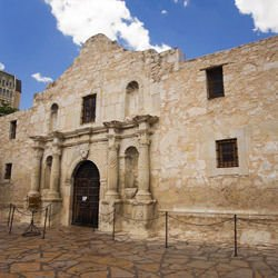 Fifth Avenue - Alamo Mission in San Antonio