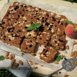 Bakewell Cake with Peaches and Blueberries