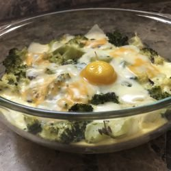 Broccoli with Topping and Cheeses in the Oven