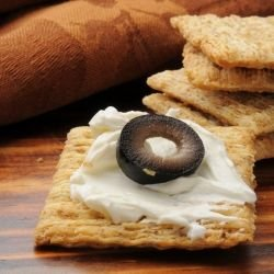 Lean Crackers with Olives