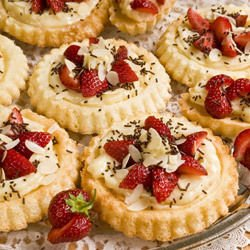 Tartlets with Strawberries and Vanilla Cream