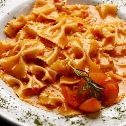 Farfalle with Tomatoes and Cream