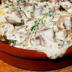 Mushrooms with Fried Potatoes and White Sauce