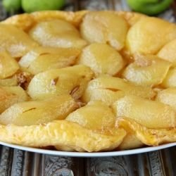 Pie with Pears and Nuts