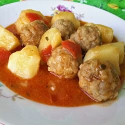 Meatballs with Potatoes and Sauce