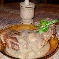 Steaks with White Wine and Mushroom Sauce
