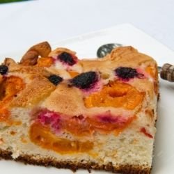 Cake with Apricots and Blueberries