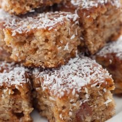 Lean Greek Cake with Walnuts