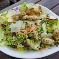 Salad with Warm Chicken Fillets