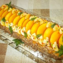 Cake with Biscotti, Peaches and Bananas