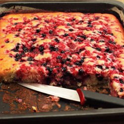 Quick Cake with Berries