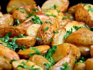 Stewed Potatoes with Garlic