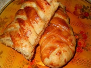 Twisted Puff Pastries with a Rich Filling