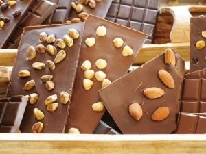 How to Make Homemade Chocolate with Nuts