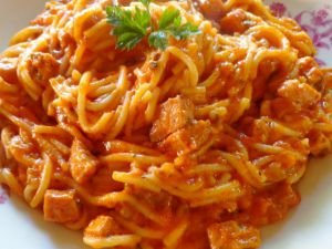 Spaghetti with Vienna Sausages and Tomatoes