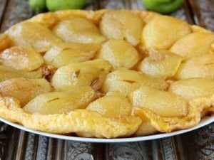 Salty pie with pears