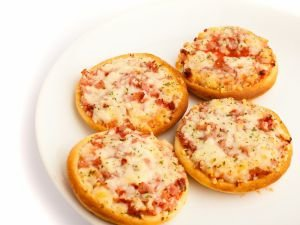 Small Pizzas with Feta Cheese and Bacon