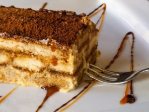 Biscotti Cake with Vanilla Cream and Caramel