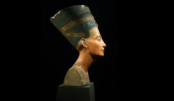 Nefertiti, disastrous end or new beginning?